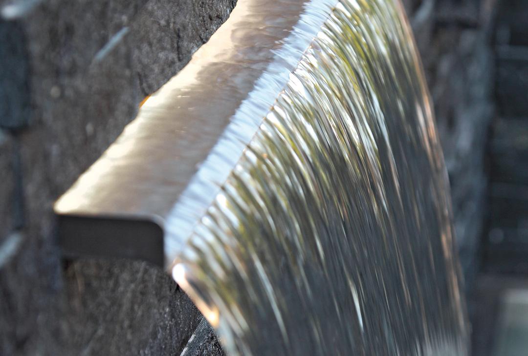OASE109269-Waterfall-Illumination30
